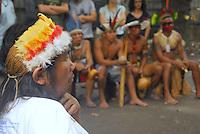 RIO DE JANEIRO, RJ 15 DE JANEIRO 2013 - REPRESENTANTES DO GOVERNO DO ESTADO DO RIO DE JANEIRO FAZ REUNIÃO COM OS INDIOS NA ALDEIA MARACANÃ.   - Nesta manhã de terça feira (15), representante do governo do Estado do Rio de Janeiro sendo representado pela sub secretária de Assistência Social Nelma de Azeredo conversou com um grupo representante do indios e o Cacique Carlos Tucano (camisa branca). Essa reunião foi na Aldeia Maracanã no antigo Museu do Indio situado ao lado do estádio do Maracanã de mesmo bairro na região central do Rio.  FOTO RONALDO BRANDÃO / BRAZIL PHOTO PRESS