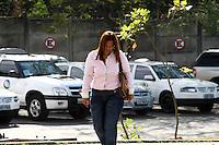 SAO PAULO, SP, 16 DE SETEMBRO DE 2013 -  CASO BIANCA CONSOLI. Mae de Bianca, Marta Consoli chega ao Forum, para o novo julgamento do motoboy Sandro Dota (42), acusado de estuprar e matar a ex-cunhada, Bianca Consoli, quando ela tinha 19 anos, em 2011. Após o júri ter sido cancelado no mês passado, começa nesta segunda-feira (16), o novo julgamento, agora com acusado na condição de réu confesso, no Fórum Criminal Ministro Mário Guimarães – Barra Funda – zona oeste da Capital. (Foto: Mauricio Camargo / Brazil Photo Press).