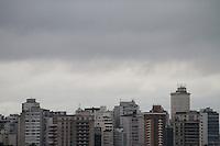 SAO PAULO, SP,  6 DE JUNHO DE 2012 - CLIMA TEMPO. A chuva continua na capital paulista na manhã desta quarta, metro sumare. regiao oeste da capital. FOTO: GEORGINA GARCIA/ BRAZIL PHOTO PRESS.