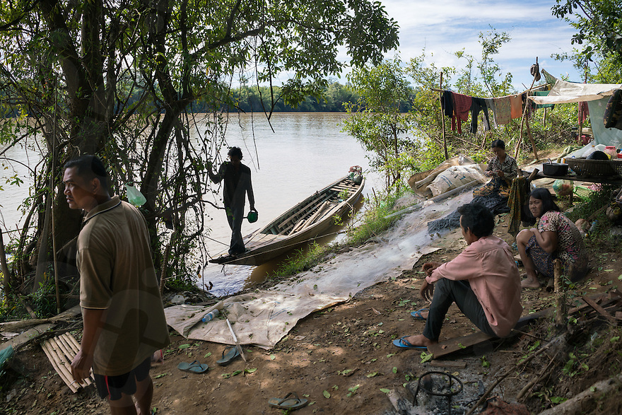 Dec 17, 2016 - Pluk Village, Cambodia. Fishermen and loggers in a temporary settlement along the Lower Sesan II river. © Thomas Cristofoletti / Ruom