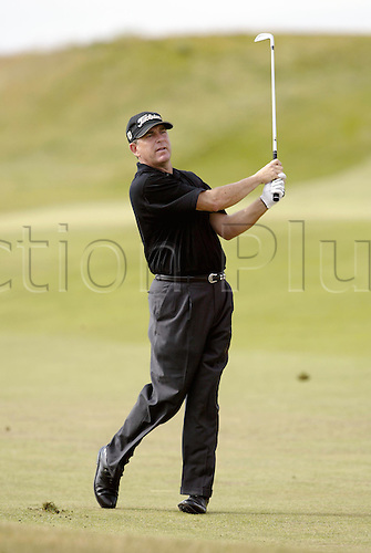 July 18, 2003: JAY HAAS (USA) looks into the distance after playing an iron from the fairway, The Open Championship, Royal St George's Golf Club Photo: Neil Tingle/Action Plus...British 2003 golf golfer golfers 030718.fairways