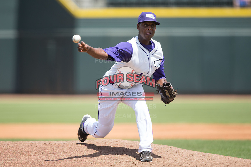 Winston-Salem Dash relief pitcher Euclides Leyer (6) in action against the Salem Red Sox at BB&T Ballpark on May 31, 2015 in Winston-Salem, North Carolina.  The Red Sox defeated the Dash 6-5.  (Brian Westerholt/Four Seam Images)