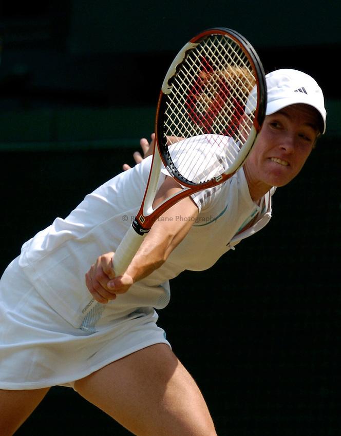 Photo: Richard Lane..Wimbledon Championships. 03/07/2006. .Justin Henin-Hardenne of Belgium returns.
