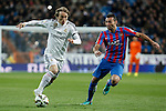 Real Madrid´s Luka Modric (L) and Levante´s Barral during La Liga match at Santiago Bernabeu stadium in Madrid, Spain. March 15, 2015. (ALTERPHOTOS/Victor Blanco)