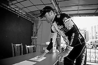 3 Days of De Panne.stage 2.Brian Bach Vandborg signing in