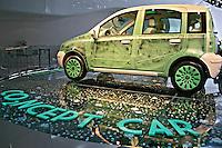 Carro no Salão do Automóvel de Frankfurt. Alemanha. 2007. Foto de Marcio Nel Cimatti.
