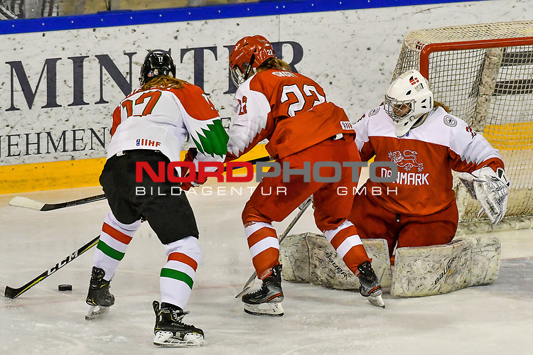 03.01.2020, BLZ Arena, Füssen / Fuessen, GER, IIHF Ice Hockey U18 Women's World Championship DIV I Group A, <br /> Daenemark (DEN) vs Ungarn (HUN), <br /> im Bild Mira Seregely (HUN, #17), Sofie Skott (DEN, #22), Emma-Sofie Nordstrom (DEN, #25)<br /> <br /> Foto © nordphoto / Hafner
