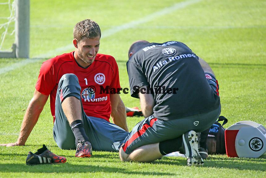 Kevin Trapp ist am Knöchel verletzt und wird behandelt - Eintracht Frankfurt Training, Commerzbank Arena