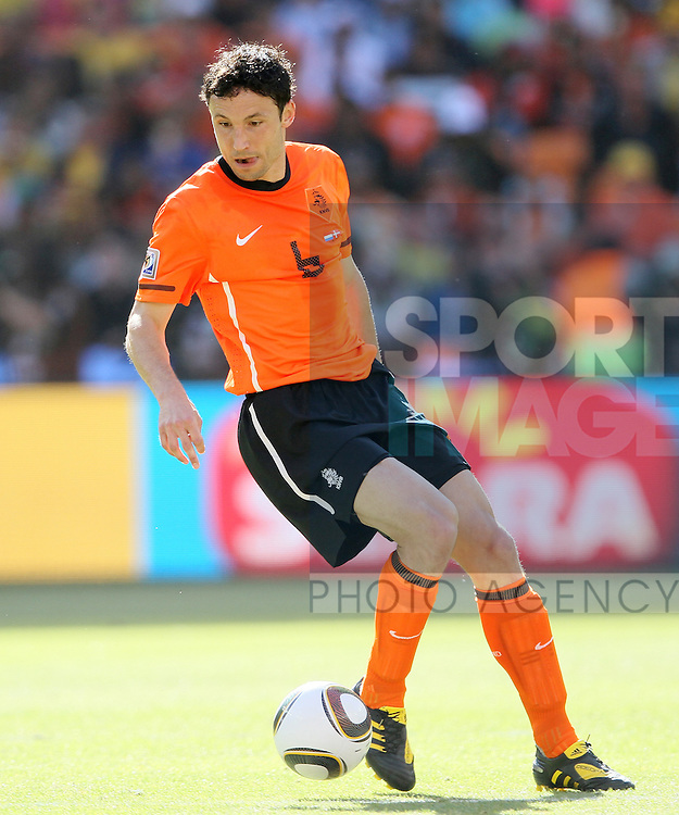 Netherland's Mark Van Bommel in action