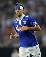 FUSSBALL   EUROPA LEAGUE   SAISON 2011/2012   Play-offs FC Schalke 04 - HJK Helsinki                                25.08.2011 Kopfverband im Blau-Weiss: RAUL