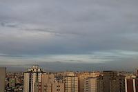 SAO PAULO, SP, 12/03/2013, CLIMA TEMPO. São Paulo amanheceu com céu parcialmente nublado nessa Terça-Feira (12), foto feita de predio na região do bairro da Mooca. LUIZ GUARNIERI/ BRAZIL PHOTO PRESS.