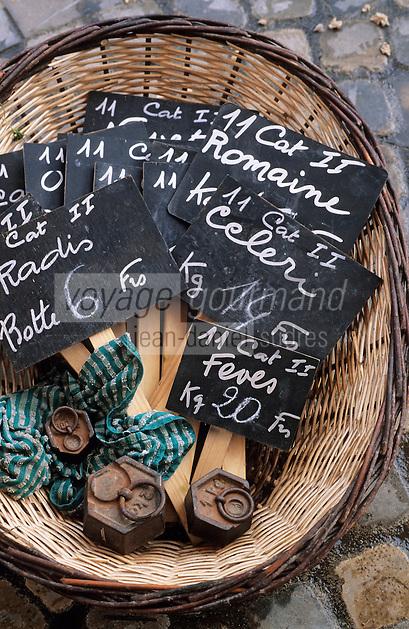 Europe/France/Languedoc-Roussillon/11/Aude/Carcassonne: Détail des ardoises de l'étal de Monsieur Vayre (maraicher) sur le marché place Carnot
