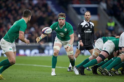 27.02.2016. Twickenham, London, England. RBS Six Nations Championships. England versus Ireland. Ireland number 8 Jamie Heaslip passes the ball to Ireland scrum-half Conor Murray.