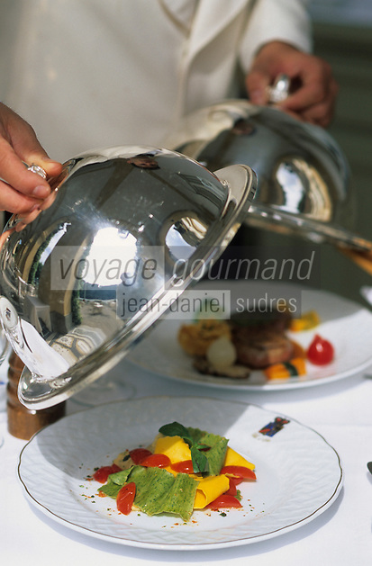 Europe/Italie/Lac de Come/Lombardie/Cernobbio : Villa d'Este (XVI°) - Service du restaurant