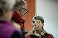 Berlin, SPD-Schatzmeisterin Barbara Hendricks unterh&auml;lt sich in der Nacht zum Samstag (14.12.13) in der Station Berlin bei der Lieferung der Abstimmungsunterlagen der SPD Mitglieder zum Mitgliederentscheid &uuml;ber die Gro&szlig;e Koalition mit dem SPD-Landesvorsitzenden von Berlin, Jan St&ouml;&szlig;.<br /> Foto: Steffi Loos/CommonLens