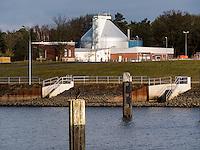 Kläranlage an der Elbe bei Geesthacht, Schleswig-Holstein, Deutschland <br /> sewage plant at River Elbe near Geesthacht, Schleswig-Holstein, Germany