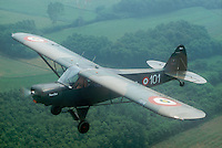 - Piper Super Cub airplane restored by a member of the CAP (Popular Aviation Club )....- aereo Piper Cub restaurato da un socio del CAP (Club Aviazione Popolare)