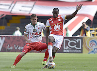 BOGOTÁ -COLOMBIA, 12-09-2015. Baldomero Perlaza (Der) de Independiente Santa Fe disputa el balón con Nicolas Carreño (Izq) jugador de Patriotas FC durante partido por la fecha 12 de la Liga Aguila II 2015 jugado en el estadio Nemesio Camacho El Campín de la ciudad de Bogotá./ Baldomero Perlaza player (R) of Independiente Santa Fe fights for the ball with Nicolas Carreño (L) player of Patriotas FC during the match for the 12th date of the Aguila League II 2015 played at Nemesio Camacho El Campin stadium in Bogotá city. Photo: VizzorImage/ Gabriel Aponte / Staff