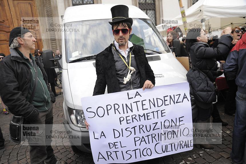 - Milano, manifestazione in difesa della cultura e contro la chiusura di alcuni locali notturni....- Milan demonstration in defense of culture and against the closure of some nightclubs