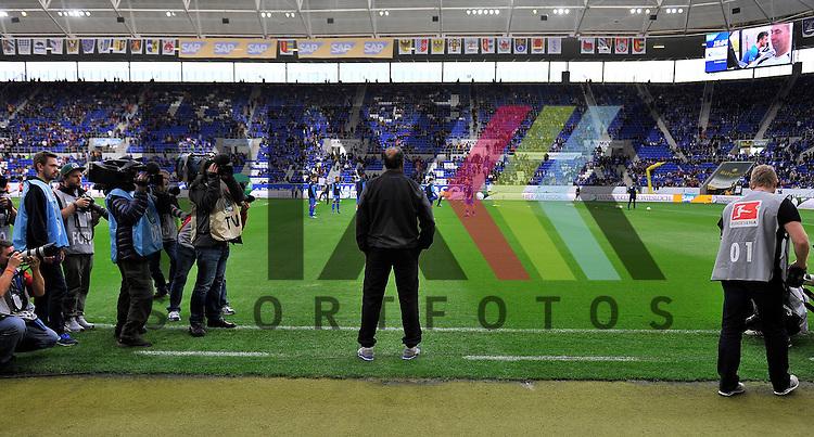 Hoffenheims Trainer Huub Stevens  beim Spiel in der Bundesliga TSG 1899 Hoffenheim - Eintracht Frankfurt.<br /> <br /> Foto &copy; PIX-Sportfotos *** Foto ist honorarpflichtig! *** Auf Anfrage in hoeherer Qualitaet/Aufloesung. Belegexemplar erbeten. Veroeffentlichung ausschliesslich fuer journalistisch-publizistische Zwecke. For editorial use only.