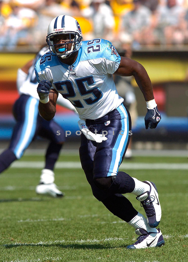 Tank Williams, of the Tennessee Titans, during thier game against the Pittsburgh Steelers on September 11, 2005....Steeler win 34-7..Chris Bernacchi / SportPics