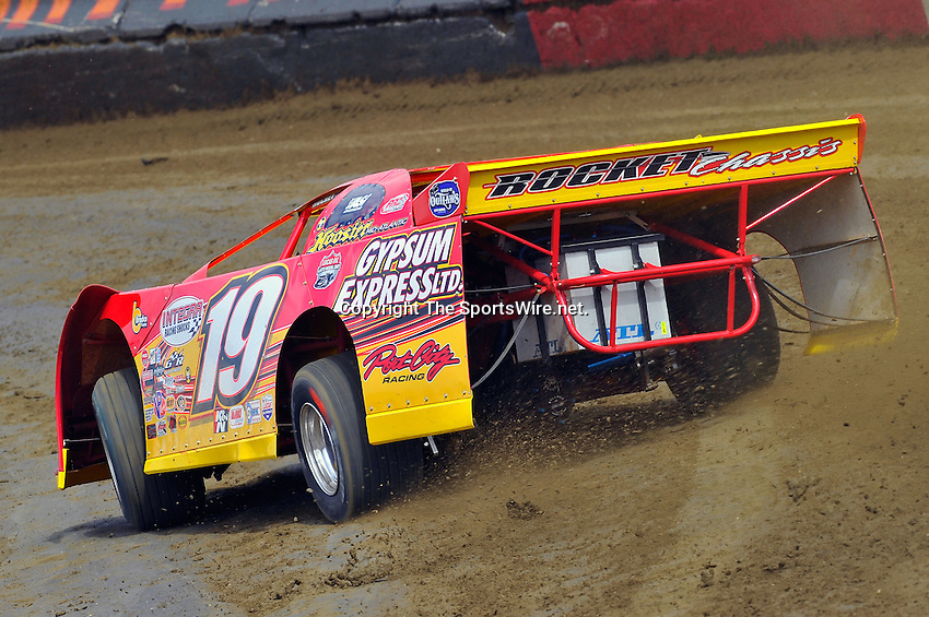 Feb 06, 2010; 12:54:34 PM; Gibsonton, FL., USA; The Lucas Oil Dirt Late Model Racing Series running The 34th Annual Dart WinterNationals at East Bay Raceway Park.  Mandatory Credit: (thesportswire.net)