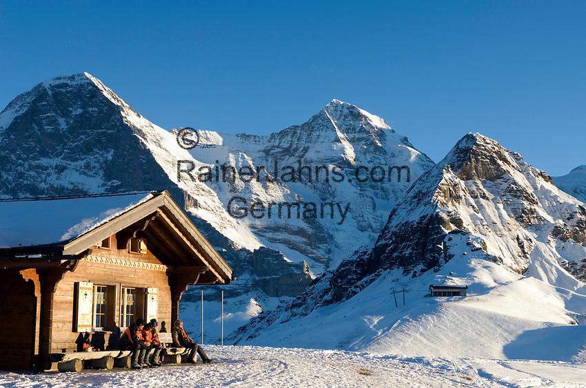 CHE, Schweiz, Kanton Bern, Berner Oberland, Grindelwald: die letzten Sonnenstrahlen im Maennlichen Skigebiet mit Eiger (3.970 m), Mönch (4.107 m), Tschuggen (2.520 m) - von links nach rechts | CHE, Switzerland, Canton Bern, Bernese Oberland, Grindelwald: Maennlichen top station with Eiger (3.970 m), Moench (4.107 m) and Tschuggen (2.520 m)