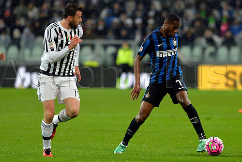 28.02.2016. Juventus Stadium, Turin, Italy. Serie A Football. Juventus versus Inter Milan. Geoffrey Kondogbia shields the ball from Andrea Barzagli