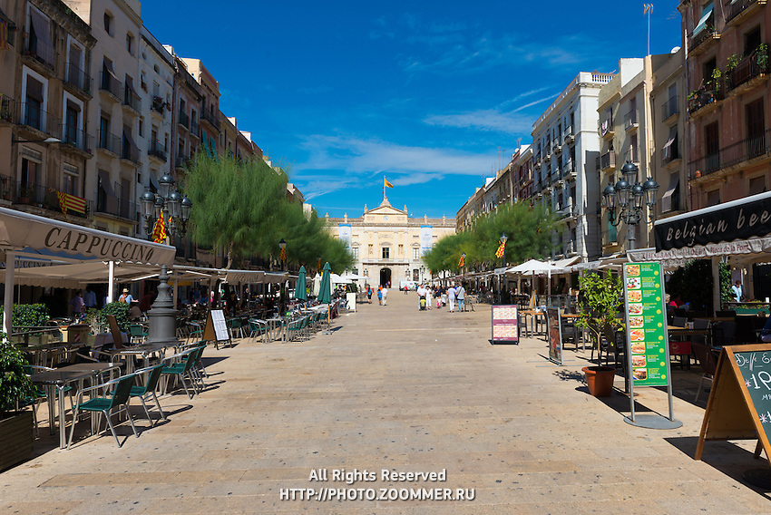 Cafes on Font Square (Placa de la Font), Tarragona, Spain