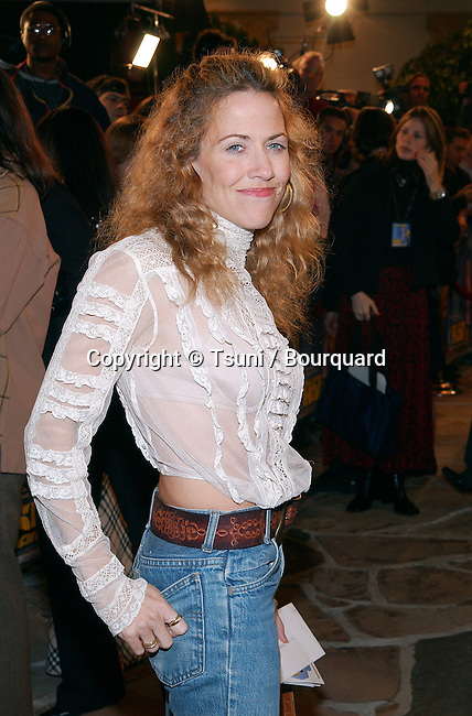 Sheryl Crow  arriving at the premiere of Shallow Hal at the Westwood Village Theatre in Los Angeles. November 1st, 2001.            -            CrowSheryl01B.jpg
