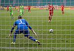 27.06.2020, Fussball: nph00001 1. Bundesliga 2019/2020, 34. Spieltag, VfL Wolfsburg - FC Bayern Muenchen, in der Volkswagen-Arena Wolfsburg. Tor zum 0:3 per Foulelfmeter durch TorschŸtze Robert Lewandowski (re., Bayern MŸnchen) gegen Torwart Koen Casteels (VfL Wolfsburg)<br /><br />Foto: Bernd Feil/M.i.S./ /Pool/nordphoto<br /><br />Nur fŸr journalistische Zwecke! Only for editorial use! <br /><br />GemŠ§ den Vorgaben der DFL Deutsche Fussball: nph00001 Liga ist es untersagt, in dem Stadion und/oder vom Spiel angefertigte Fotoaufnahmen in Form von Sequenzbildern und/oder videoŠhnlichen Fotostrecken zu verwerten bzw. verwerten zu lassen. DFL regulations prohibit any use of photographs as image sequences and/or quasi-video.    <br /><br />National and international NewsAgencies OUT.