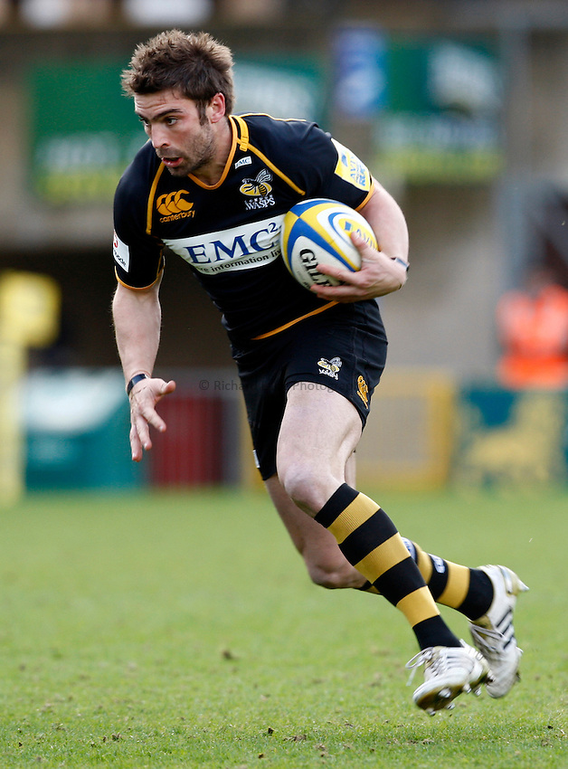 Photo: Richard Lane/Richard Lane Photography. London Wasps v London Irish. 02/03/2012. Wasps' Nick Robinson attacks.