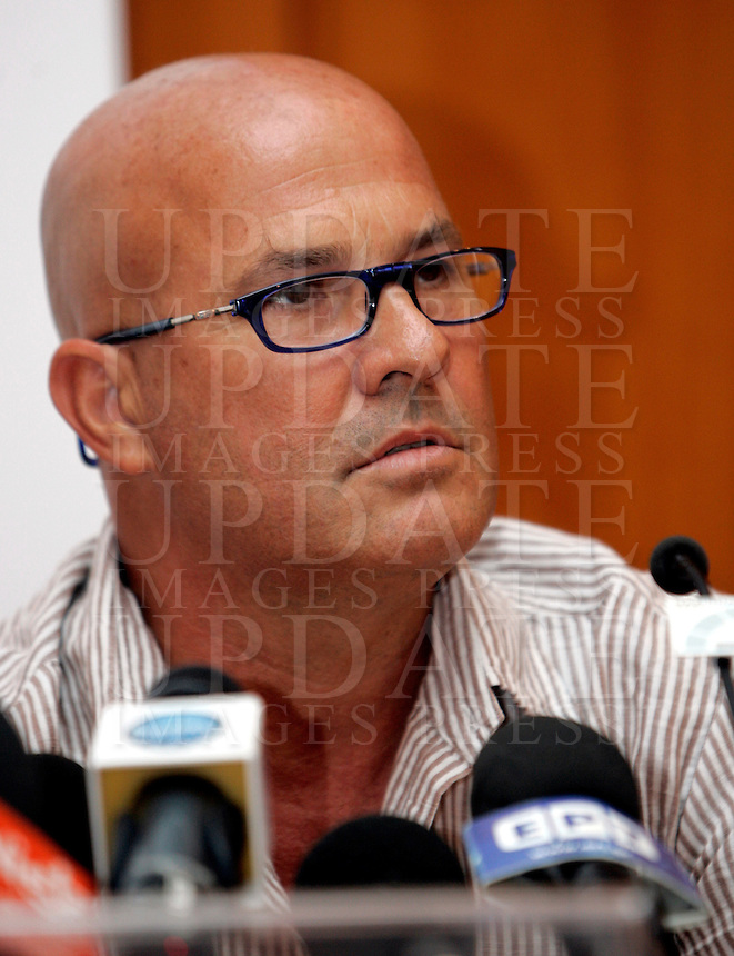 "Il fotoreporter Antonello Zappadu durante la conferenza stampa per la presentazione del libro ""L'incubo di Berlusconi"" scritto dal fratello Salvatore, a Roma, 22 luglio 2009. .Italian photojournalist Antonello Zappadu, who famously took paparazzi pictures of Italian Prime Minister Silvio Berlusconi's Sardinian Villa Certosa, attends a press conference to promote the book ""Berlusconi's nightmare"", written by his brother Salvatore, about the scandal in Rome July 22, 2009..UPDATE IMAGES PRESS/Riccardo De Luca"