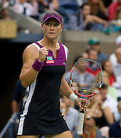 SAMANTHA STOSUR (AUS) (9) against SERENA WILLIAMS (USA) (28) in the Final of the Women's Singles. Samantha Stosur beat Serena Williams 6-2 6-3 ..Tennis - Grand Slam - US Open - Flushing Meadows - New York - Day 14 - September 11th  2011..© AMN Images, Barry House, 20-22 Worple Road, London, SW19 4DH, UK..+44 208 947 0100.www.amnimages.photoshelter.com.www.advantagemedianetwork.com.