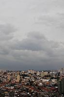 SAO PAULO, SP, 11 DE FEVEREIRO 2012. CLIMA TEMPO CAPITAL PAULISTA. Ceu nublado na regiao do Aeroporto de Congonhas, regiao sul de SP, na manha deste sabado, 11. (FOTO: MILENE CARDOSO - NEWS FREE)