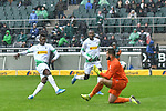 06.10.2019, Borussia-Park - Stadion, Moenchengladbach, GER, DFL, 1. BL, Borussia Moenchengladbach vs. FC Augsburg, DFL regulations prohibit any use of photographs as image sequences and/or quasi-video<br /> <br /> im Bild Breel Embolo (#36, Borussia Moenchengladbach) macht das Tor zum 5:1<br /> <br /> Foto © nordphoto/Mauelshagen