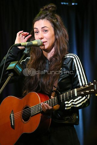 BALA CYNWYD, PA -OCTOBER 10 : Amy Shark visits Radio 104.5 performance studio in Bala Cynwyd, Pa on October 10, 2018 Credit: Star Shooter/MediaPunch
