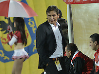 BOGOTÁ -COLOMBIA, 19-07-2015. Flavio Torres técnico de Cucuta Deportivo gesticula durante partido entre Independiente Santa Fe y Cucuta Deportivo por la fecha 2 de la Liga Aguila II 2015 jugado en el estadio Nemesio Camacho El Campin de la ciudad de Bogota. / Flavio Torres coach of Jaguares FC gestures during a match between Independiente Santa Fe and Cucuta Deportivo for the second date of the Liga Aguila II 2015 played at the Nemesio Camacho El Campin Stadium in Bogota city. Photo: VizzorImage/ Gabriel Aponte / Staff