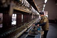 Wuzhen, Cina. Antica lavorazione della seta nella citt&agrave; di Wuzhen.<br /> Old silk process in Wuzhen