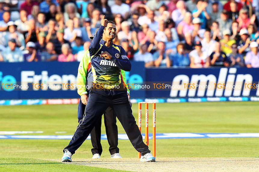 Owais Shah celebrates taking the wicket of Scott Newman - Essex Eagles vs Middlesex Panthers - Friends Life T20 Cricket at the Ford County Ground, Chelmsford - 02/07/11 - MANDATORY CREDIT: Nick Wood/TGSPHOTO - Self billing applies where appropriate - 0845 094 6026 - contact@tgsphoto.co.uk - NO UNPAID USE..