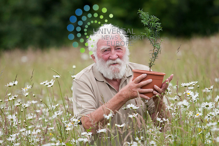 Professor David Bellamy OBE plants a yew tree as part of an event to celebrate people with dementia, their carers and families at the Alzheimer Scotland's Gardening Allotment in Bellahouston Park. Bellahouston Park, Glasgow. 1st July 2012. Picture: Jonathan Faulds / Universal News And Sport (Europe) 01/07/2012.
