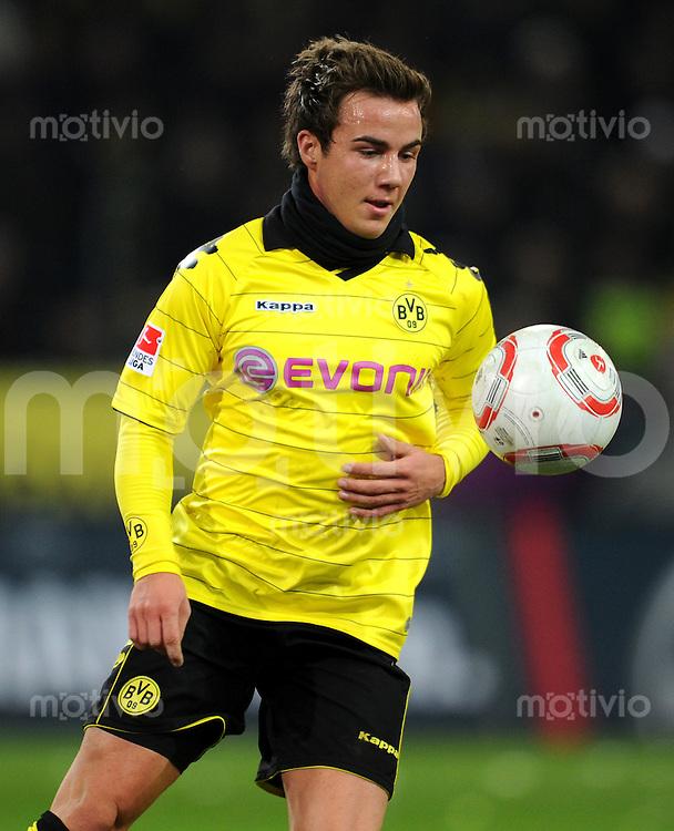 FUSSBALL   1. BUNDESLIGA   SAISON 2010/2011   21. Spieltag Borussia Dortmund - FC Schalke 04                         04.02.2011 Mario GOETZE (Borussia Dortmund) am Ball