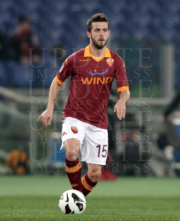 Calcio, Serie A: Roma vs Genoa. Roma, stadio Olimpico, 3 marzo 2013..AS Roma midfielder Miralem Pjanic, of Bosnia, in action during the Italian Serie A football match between AS Roma and Genoa at Rome's Olympic stadium, 3 March 2013..UPDATE IMAGES PRESS/Riccardo De Luca