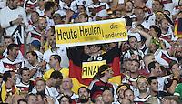 FUSSBALL WM 2014                HALBFINALE Brasilien - Deutschland          08.07.2014 Ein Fan haelt ein Plakat mit der Aufschrift -Heute Heulen die Anderen- hoch