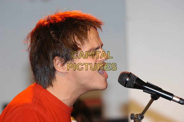 JAMIE CULLUM.Performs a live set and signs copies of his new album at HMV Oxford Circus, London, 9th November 2004..portrait headshot funny face singing music.Ref: HT.www.capitalpictures.com.sales@capitalpictures.com.©Capital Pictures.