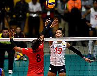 BOGOTÁ-COLOMBIA, 08-01-2020: Amanda Coneo de Colombia, remata el balón a Magullaura Frias de Perú, durante partido entre Perú y Colombia en el Preolímpico Suramericano de Voleibol, clasificatorio a los Juegos Olímpicos Tokio 2020, jugado en el Coliseo del Salitre en la ciudad de Bogotá del 7 al 9 de enero de 2020. / Amanda Coneo from Colombia, shoots the ball to Magullaura Frias from Peru, during a match between Peru and Colombia, in the South American Volleyball Pre-Olympic Championship, qualifier for the Tokyo 2020 Olympic Games, played in the Colosseum El Salitre in Bogota city, from January 7 to 9, 2020. Photo: VizzorImage / Luis Ramírez / Staff.