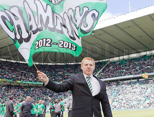 21.04.2013 Glasgow, Scotland. Neil Lennon waves a champions flag after the Scottish Premier League game between Celtic and Inverness Caledonian Thistle from Celtic Park.