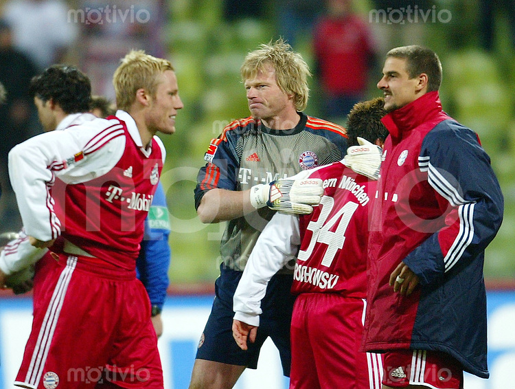 FUSSBALL DFB Pokal 2003/2004 2. Runde FC Bayern Muenchen 8-7 n.E. 1. FC Nuernberg vlnr: Christian Lell, Oliver Kahn, Piotr Trochowski, Sebastian Deisler (alle FCB); Jubel