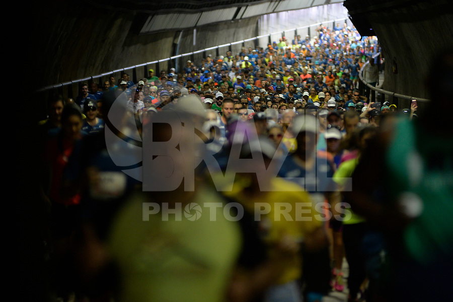 SÃO PAULO,SP, 09.04.2017 - MARATONA-SP - Corredores passam pelo túnel Tribunal de Justiça, durante 23ª Maratona Internacional de São Paulo, realizada na manhã deste domingo, 09, em São Paulo.(Foto: Levi Bianco/Brazil Photo Press)