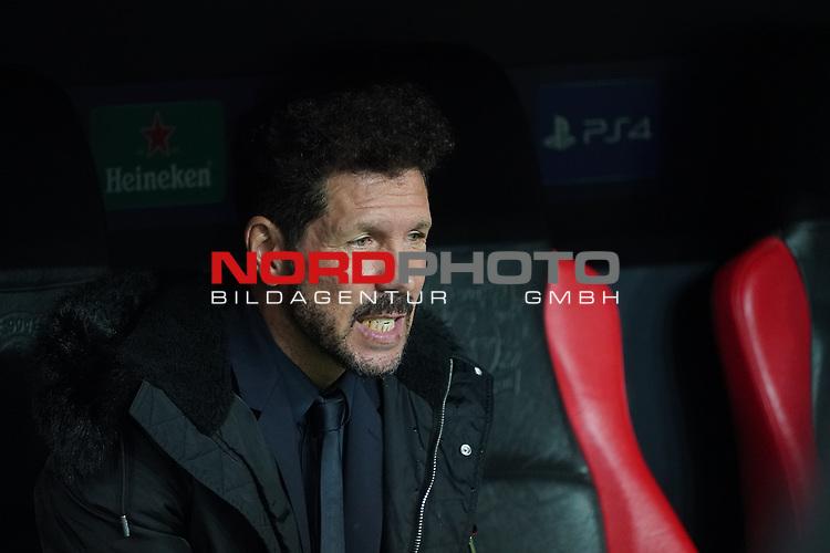 06.11.2019, BayArena, Leverkusen, Championsleague, Vorrunde, 4. Spieltag, GER, UEFA  CL, Bayer 04 Leverkusen (GER) vs. Atletiko Madrid (ESP),<br />  <br /> UEFA regulations prohibit any use of photographs as image sequences and/or quasi-video<br /> <br /> im Bild / picture shows: <br /> Diego Simeone Trainer / Coach (Atletico Madrid),  auf der Bank scheinbar wuetend<br /> <br /> Foto © nordphoto / Meuter<br /> <br /> <br /> <br /> Foto © nordphoto / Meuter